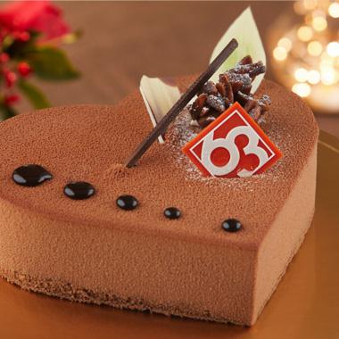 하트케이크 사진입니다. 하트모양의 초코 케이크로 미니케이크의 2배 크기의 케이크입니다.