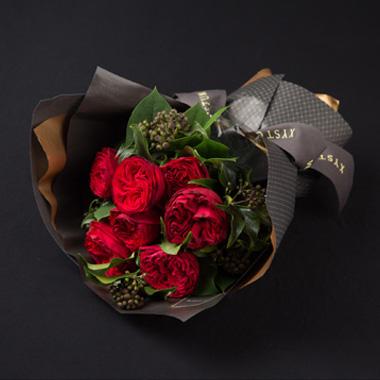 지스텀 플라워의 붉은 장미 꽃다발 사진입니다.
